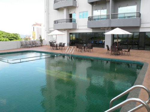 Swimming pool di Tower Regency hotel
